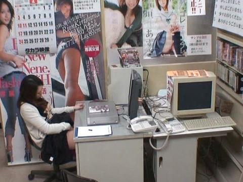 とあるレンタルビデオ店での監視カメラが見た事実 Vol.1 無修正画像06