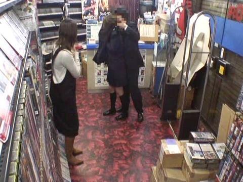 とあるレンタルビデオ店での監視カメラが見た事実 Vol.4 無修正画像02