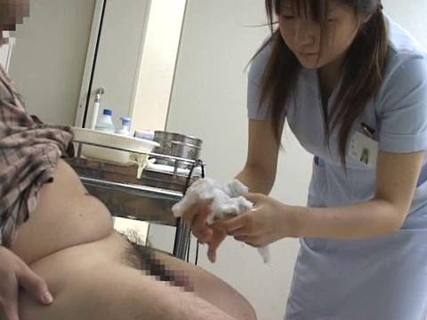入院中は色々と欲求不満になるから看護婦さんにチンポ見せつけて抜いてもらえるか検証 Part.3 無修正画像04