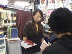 女性だけの遅番があるレンタルビデオ店で隠しカメラに映った衝撃のレイプ映像集 Vol.4