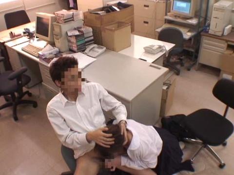 女性だけの遅番があるレンタルビデオ店で隠しカメラに映った衝撃のレイプ映像集 Vol.7 無修正画像02